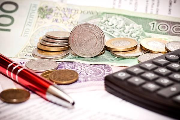 Pieniądze, długopis ikalkulator